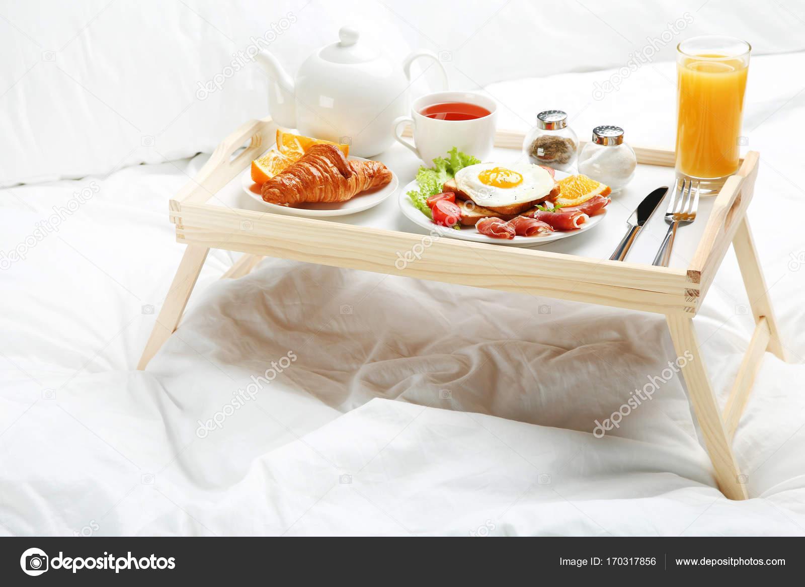 Lekker Ontbijt Op Bed Stockfoto 5seconds 170317856