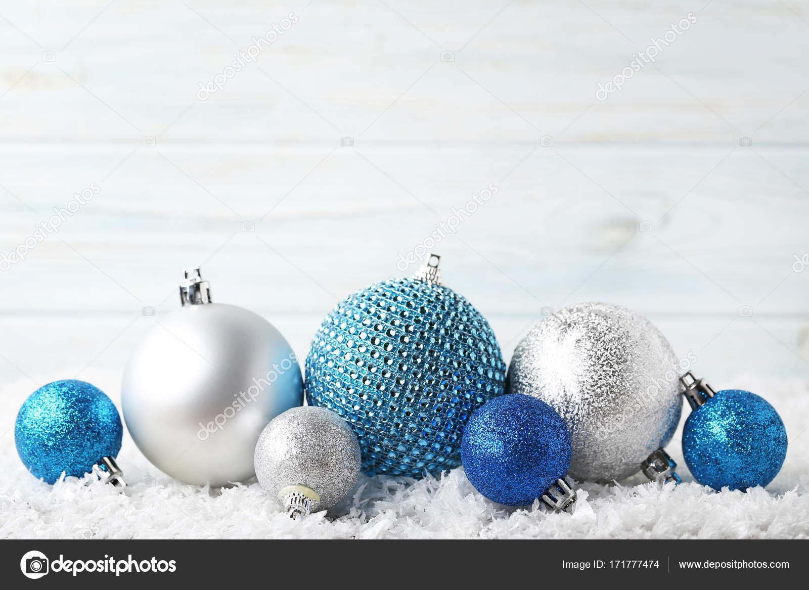 Christbaumkugeln Blau.Silberne Und Blaue Christbaumkugeln Stockfoto 5seconds 171777474