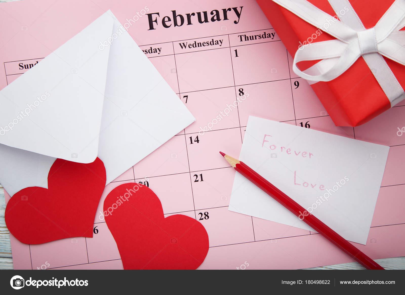 Rossi Sul Calendario.Cuori Rossi Con Contenitore Regalo Busta Sul Calendario