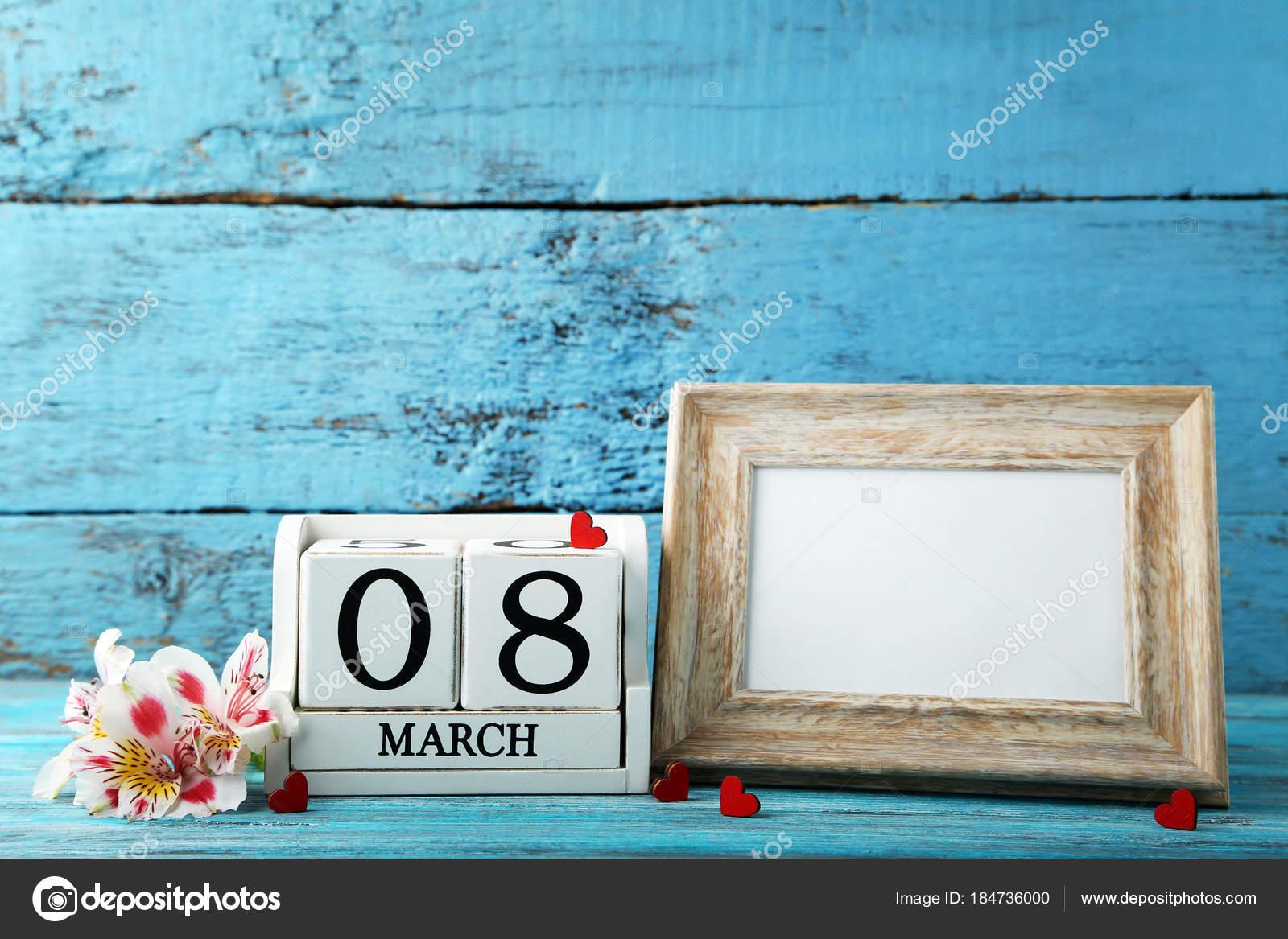 Wooden Cube Calendar Frame Flowers — Stock Photo © 5seconds #184736000