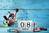 Dřevěná kostka kalendář s make-up kosmetika