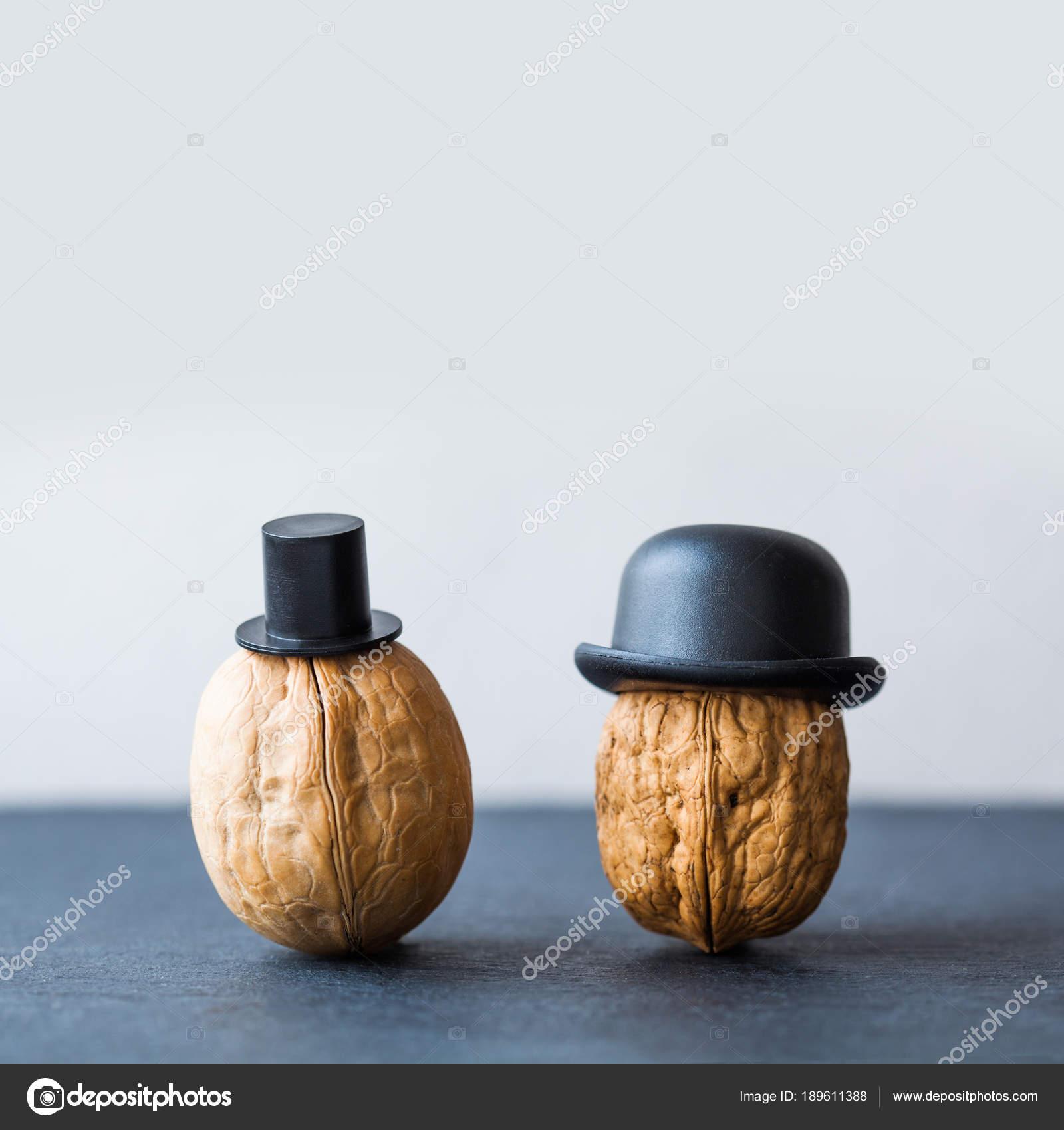 Awesome Nuss Gentleman Nussbaum Schwarze Hüte Auf Stein Hintergrund. Kreative Küche  Design Plakat. Makro