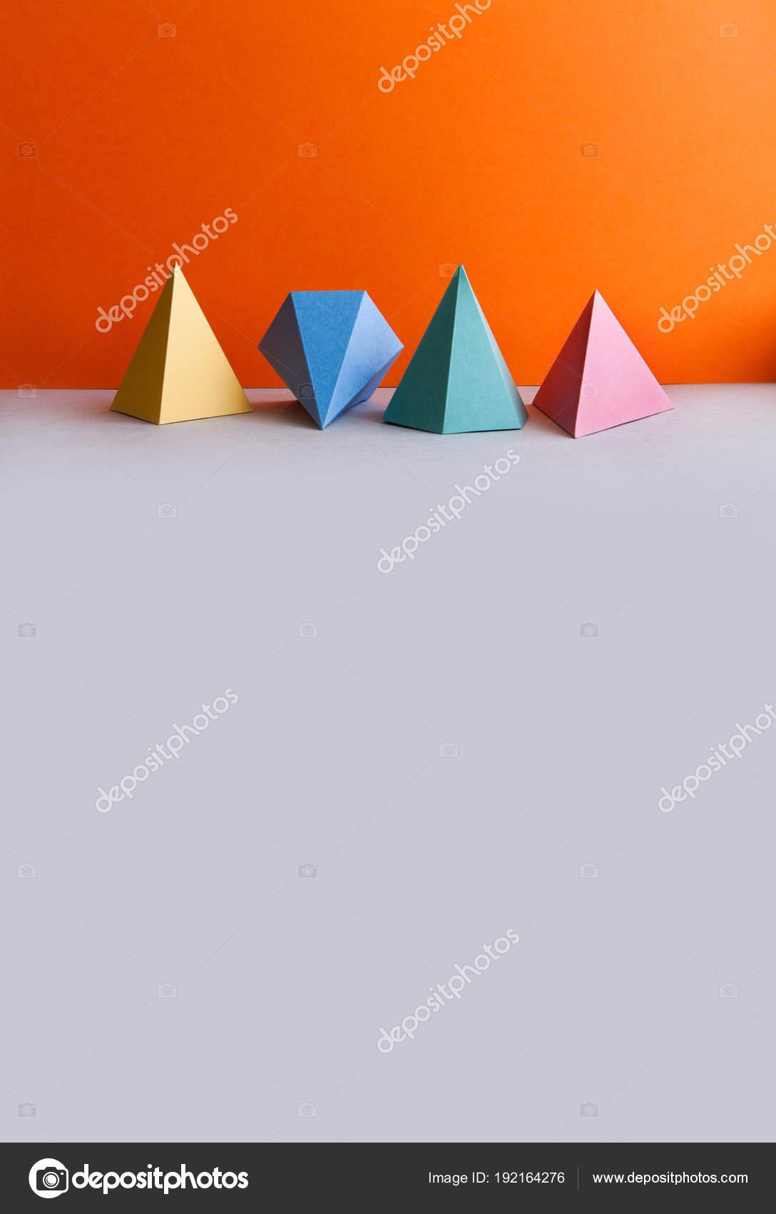 Figuras geométricas sólidas Platonic. Objetos de triángulo ...