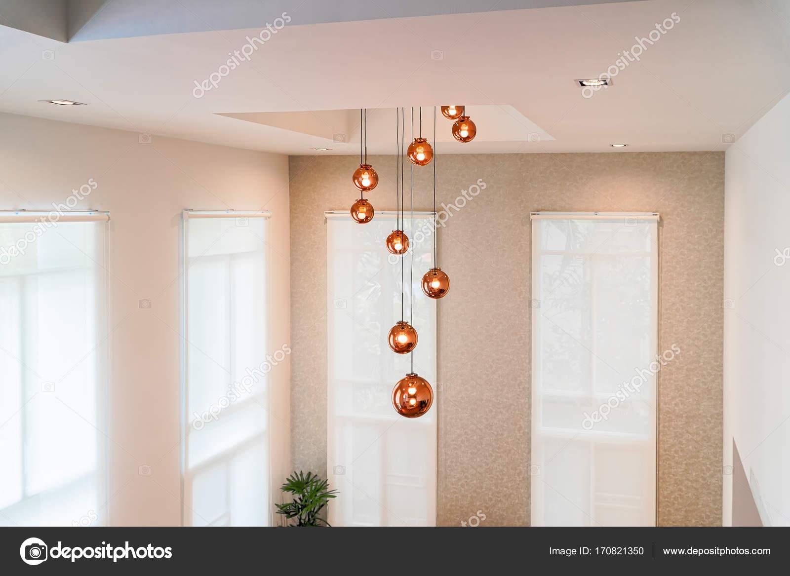 Beleuchtung Kugel Die Von Der Decke Hängen Stockfoto
