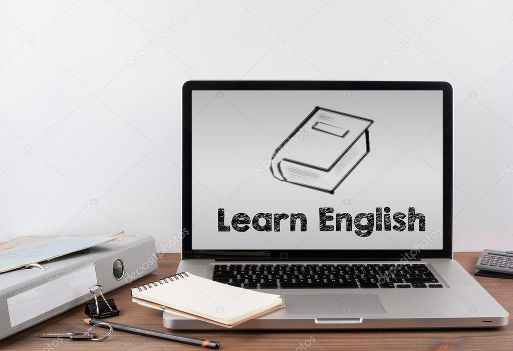 Ufficio Scrivania In Inglese : Imparare linglese. scrivania da ufficio con un computer portatile