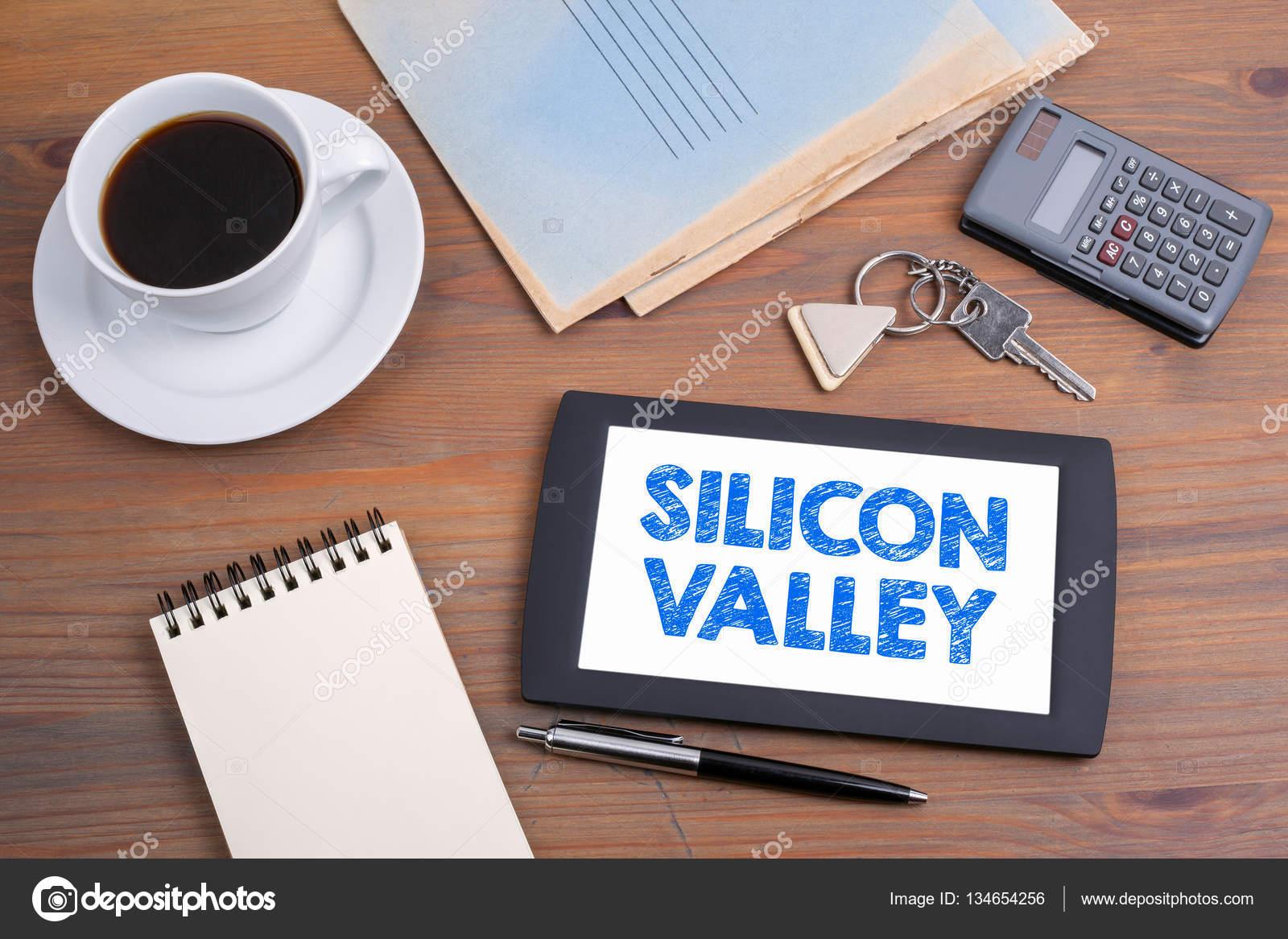 Silicon valley. vieux bureau en bois u2014 photographie tumsasedgars