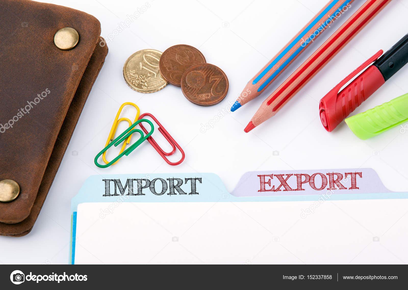 Ufficio Di Registro : Importazione ed esportazione. cartella di registro su un tavolo di