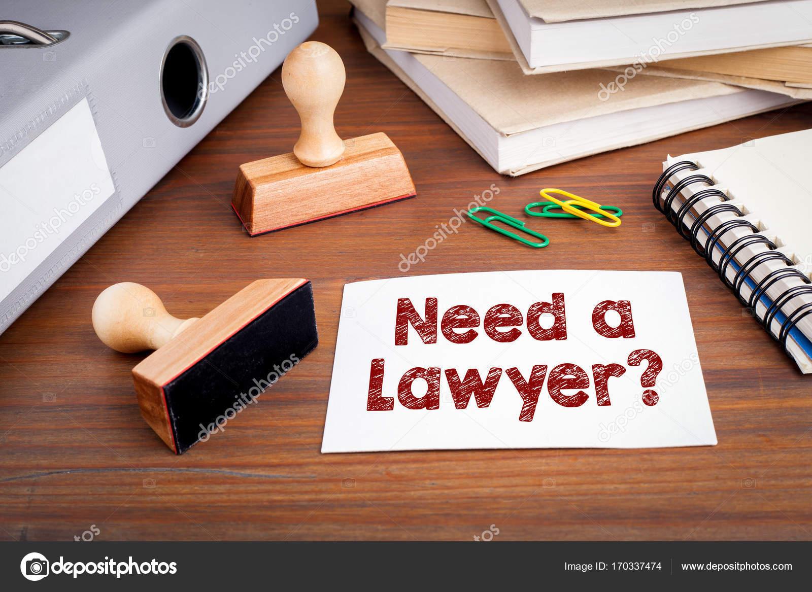 Scrivania Ufficio Avvocato : Bisogno di un avvocato timbro di gomma sulla scrivania in ufficio