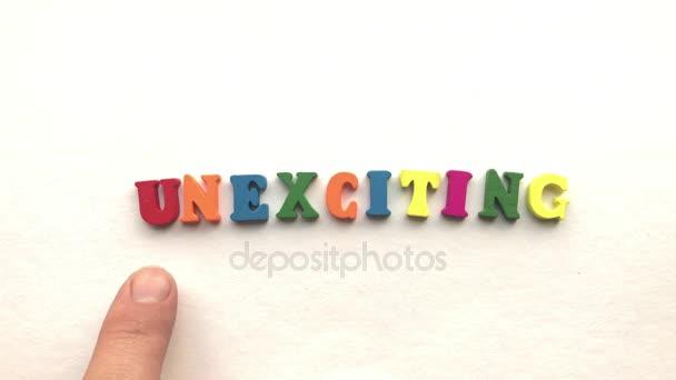 Lettere Di Legno Colorate : Emozionante lettere in legno colorate su un foglio bianco di