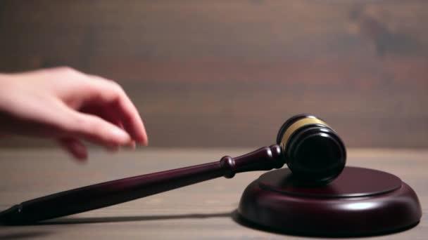 Primo piano del martelletto di legno Courtroom
