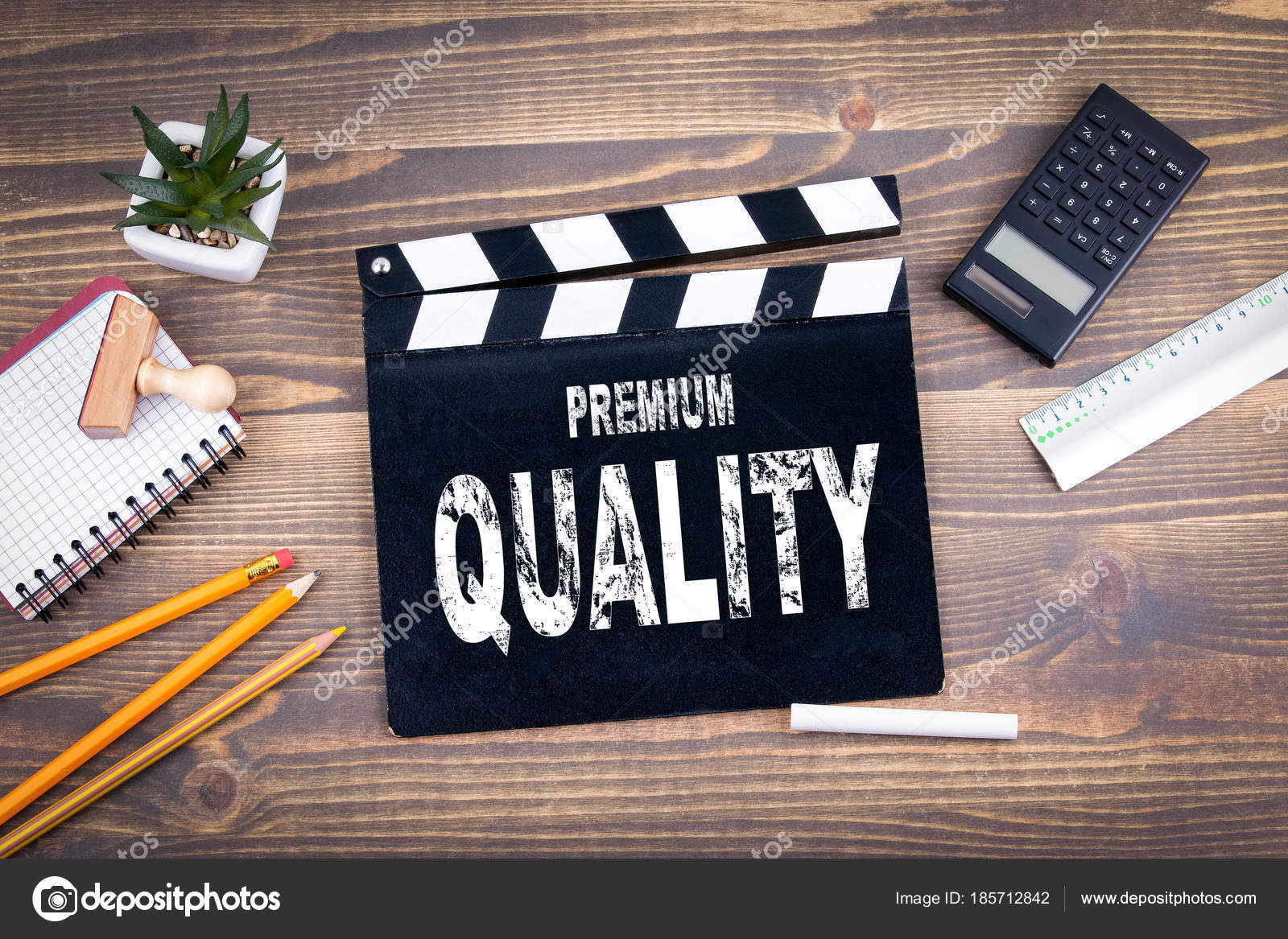 De qualité supérieure clap de film sur un bureau en bois