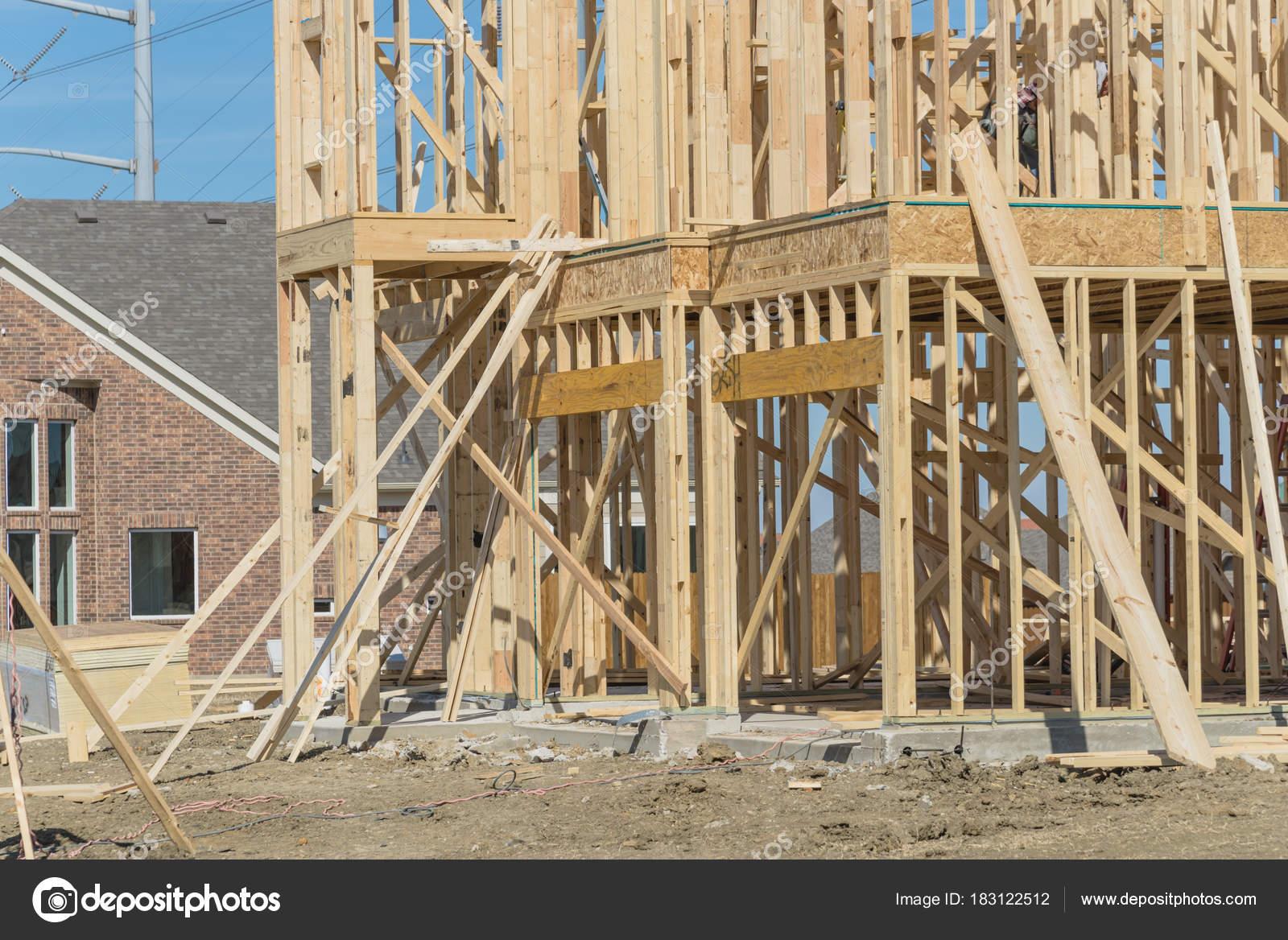 Casa de Close-up stick de dos pisos construido en construcción en ...