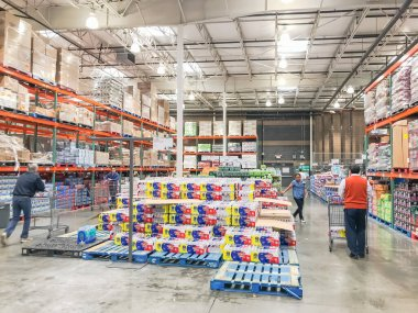 LEWISVILLE, TX, US-FEB 3, 2020: Shoppers stocking bottled water at Costcow Warehouse store. Coronavirus Covid-19 or Wuhan chaos sends people into panic-buying mode