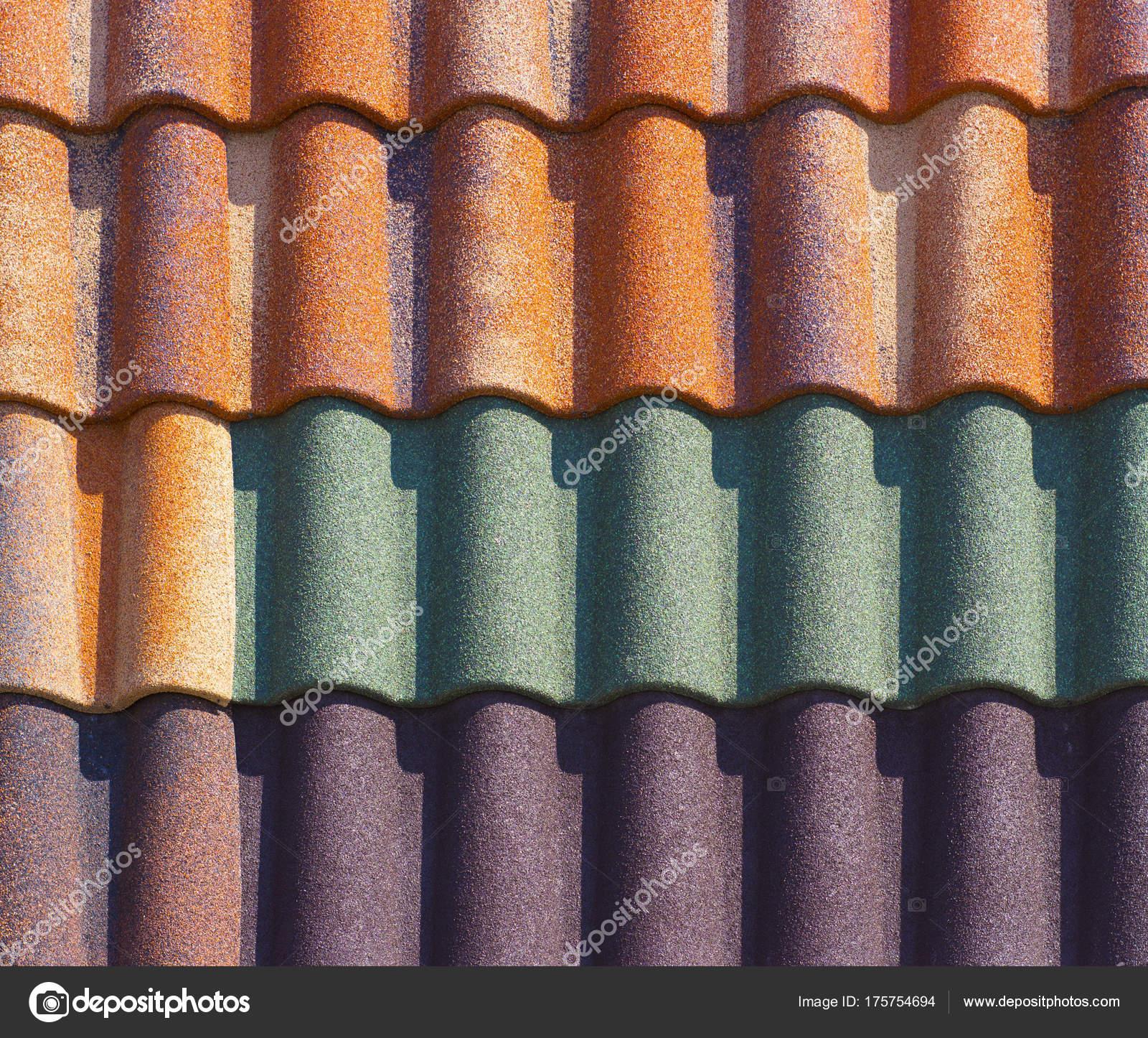 Roter Kunststoff Dachziegel Nach Hause Stockfoto C Maykal 175754694