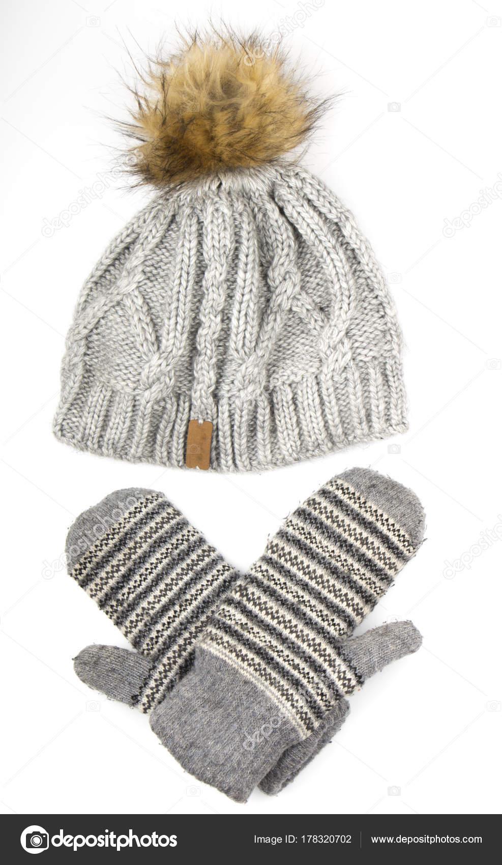 66535e0d1834 Ropa para una temporada de frío: gorro de lana, guantes de — Foto de ...