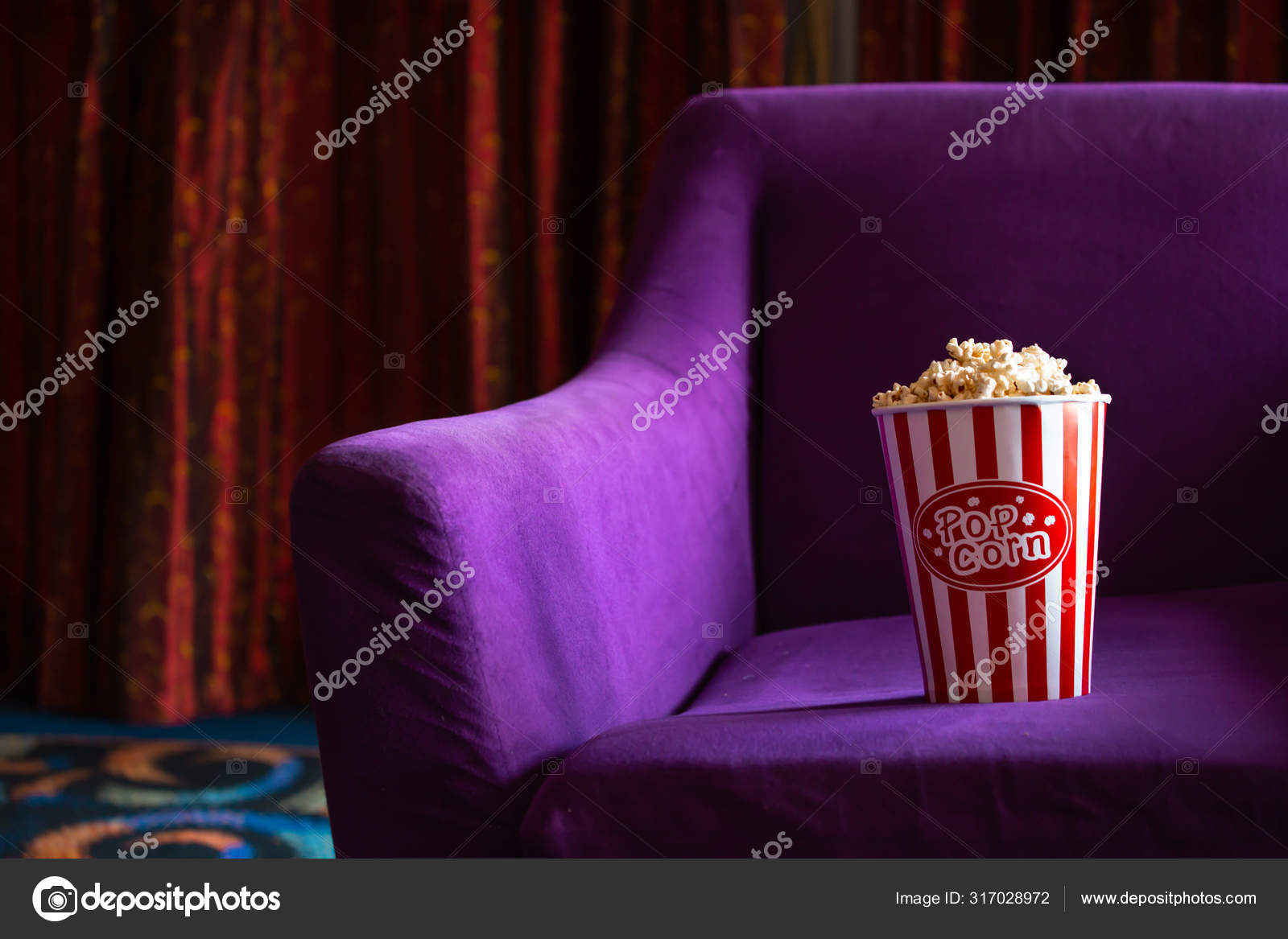 Balde De Pipoca Em Poltrona Violeta No Cinema Stock Photo C Twinsterphoto 317028972
