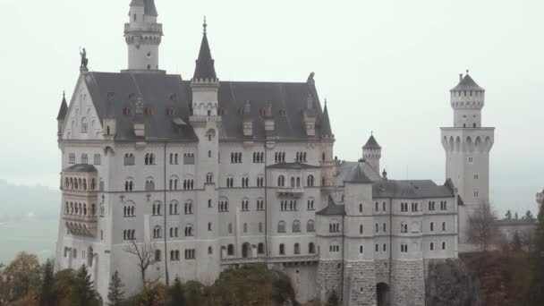 Landschaftsbild von Schloss Neuschwanstein bei München im Herbst