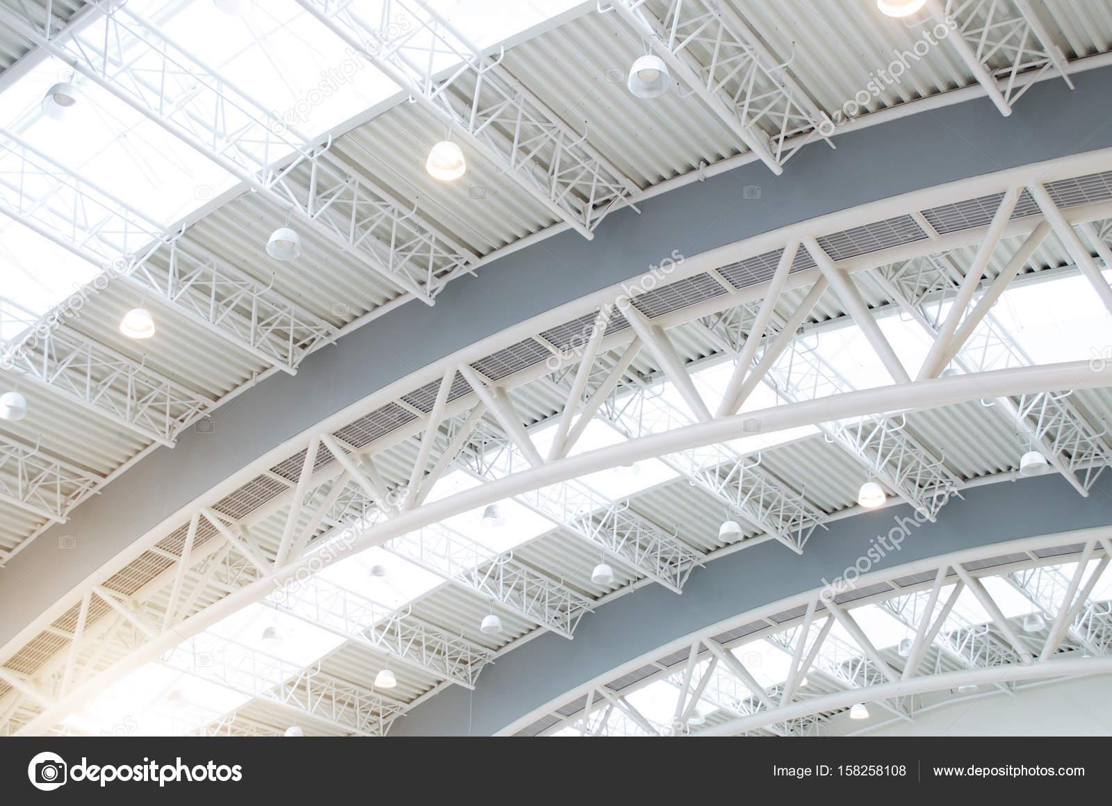 Cubierta metlica interiores estructura de edificio moderno Foto