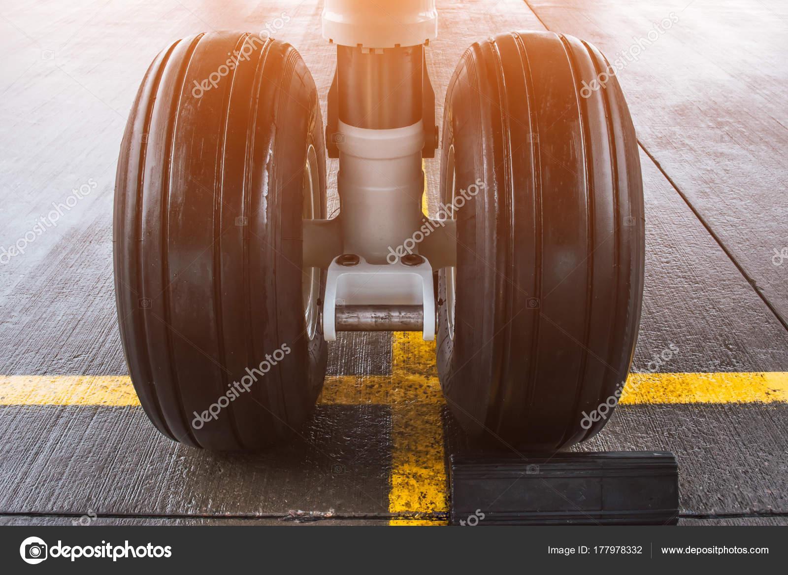 Wheels rubber tire rear landing gear racks. — Stock Photo © aapsky ...