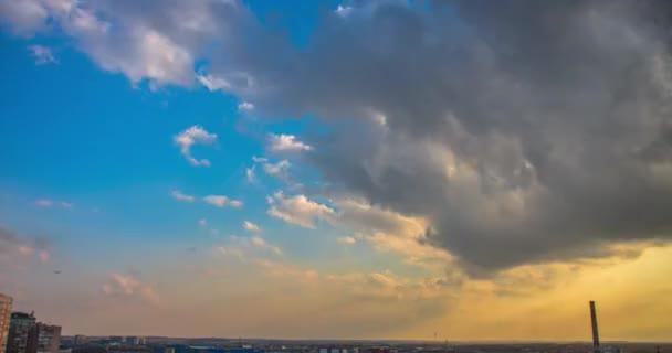 Risultati immagini per cielo sopra città