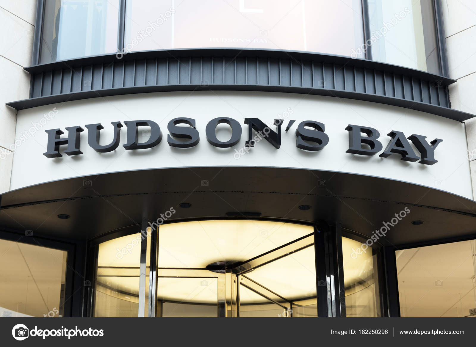 0fea1dc8d Fachada da loja da Baía de hudson em Amesterdão — Fotografia de ...