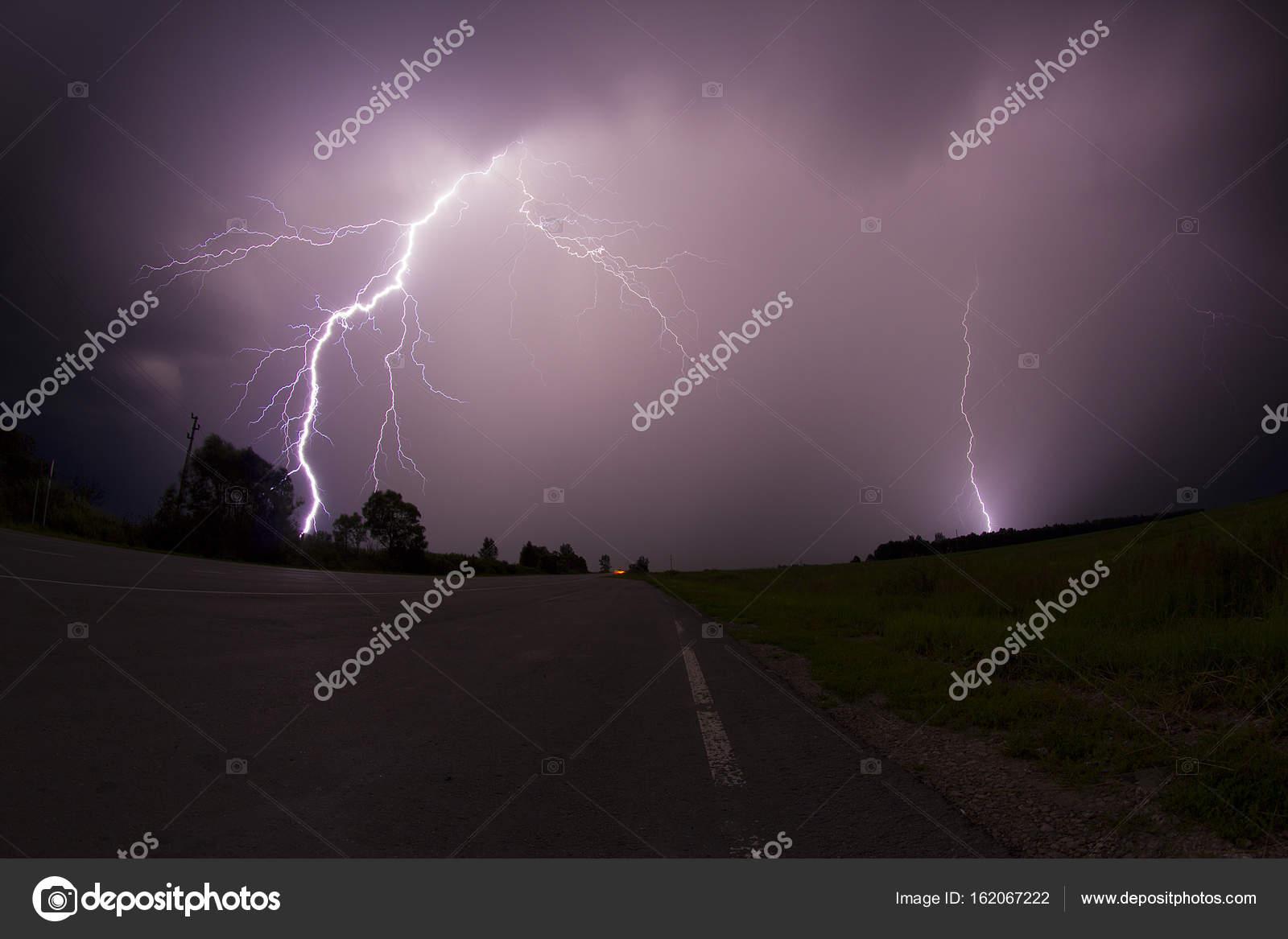 雷鳴と稲妻の写真 — ストック写...