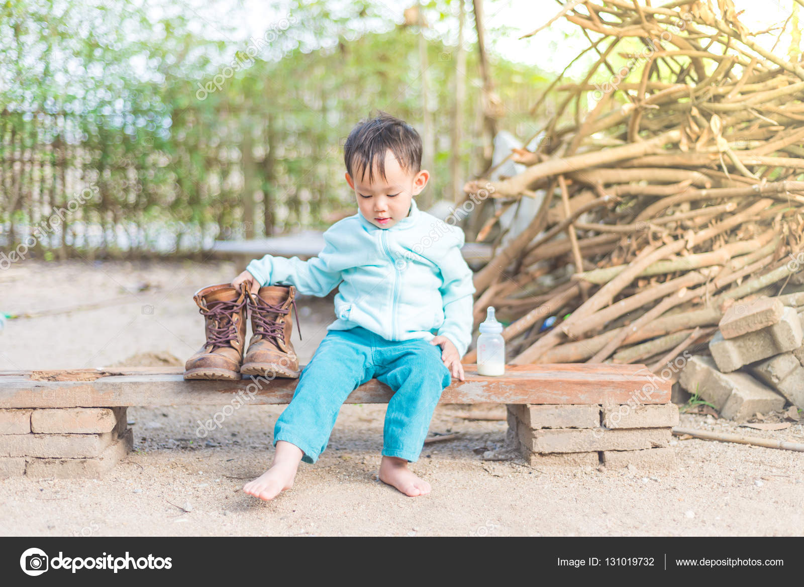 f47805e36 Thai Baby boy try to wearing father's boots — Stock Photo © viiwee ...
