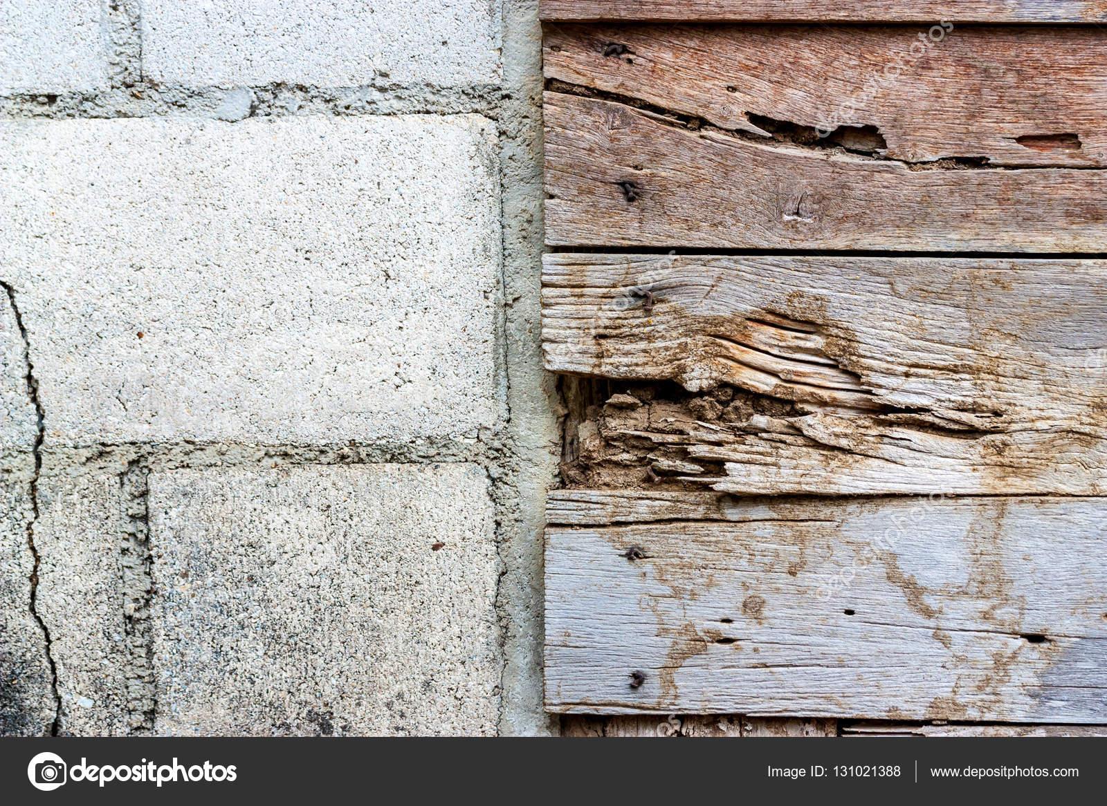 la frontière de blocs de béton et les murs en bois vieille