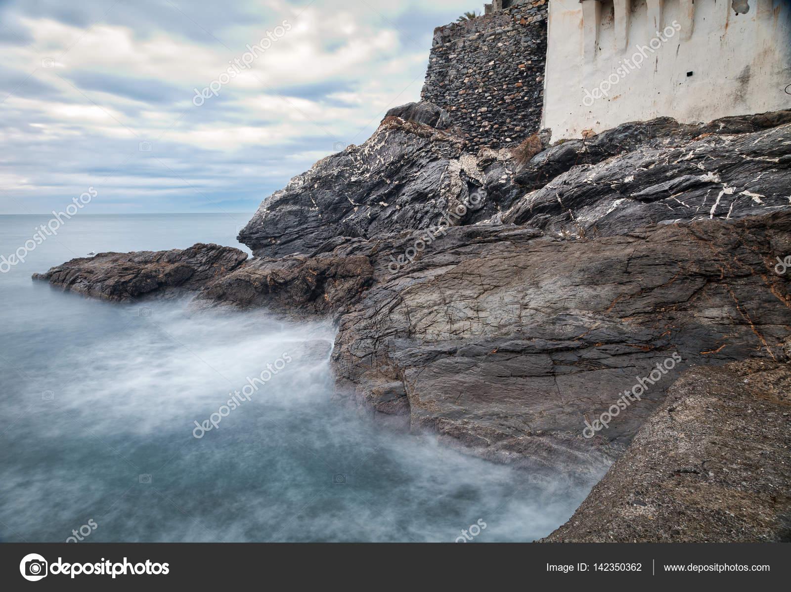 Camogli le rocce di mare immagine a colori foto stock - Immagine di terra a colori ...