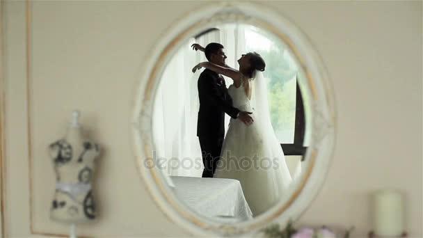 Фото первая ночь невеста, порно ролики секси женщины