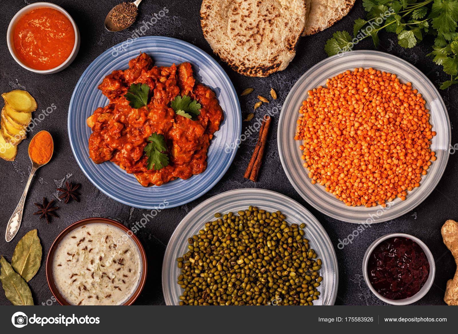 Tradycyjne Indyjskie Curry Z Soczewicy Fasoli Mung Zdjecie