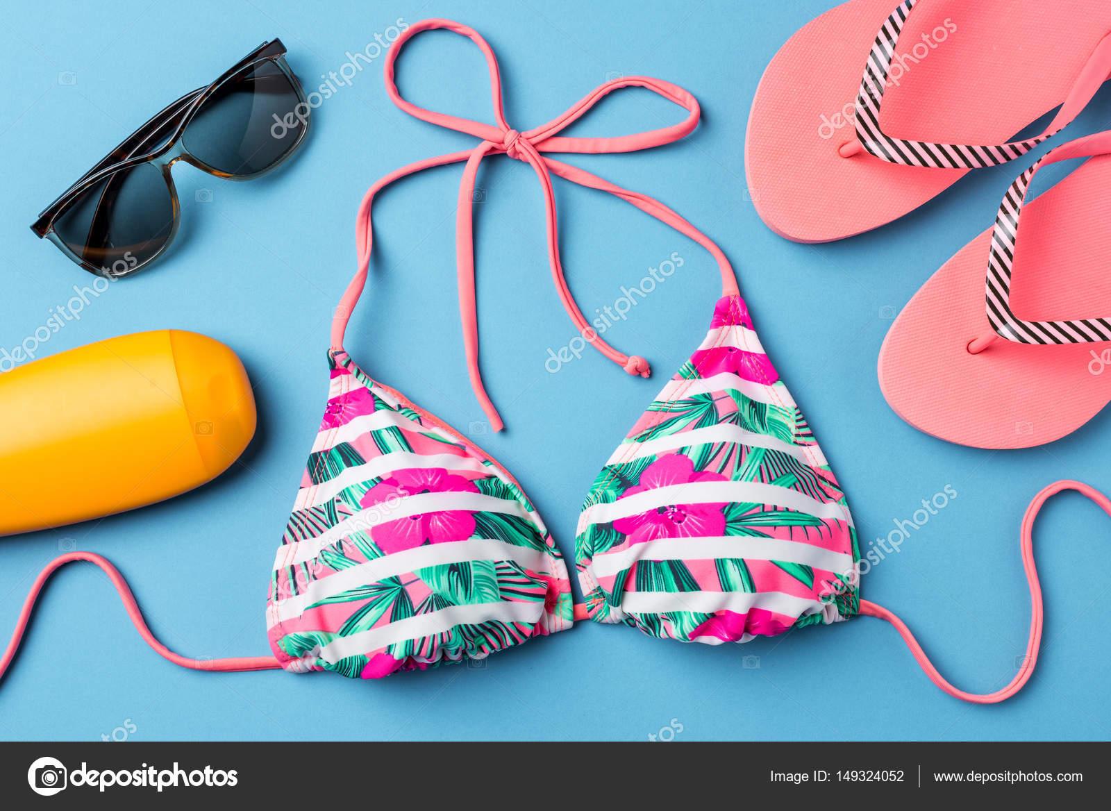 Accessori Da Bagno Colorati.Costume Da Bagno Colorato Con Accessori Da Spiaggia Su Priorita