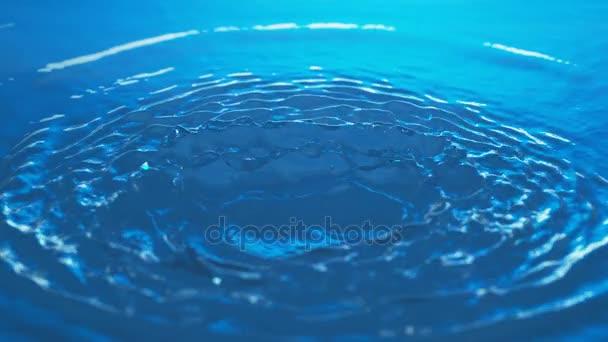 Víření vodní hladiny v pomalém pohybu - lehkomyslné vlny a vlnky - Phantom Flex 4k - vysoká rychlost Shot - 1000fps