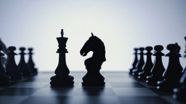 confrontation between the horse and the fattening of chess.