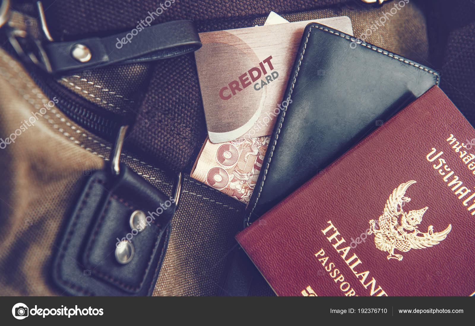 Portemonnee Paspoort.Portemonnee Paspoort Creditcards Geplaatst Op De Zak Stockfoto