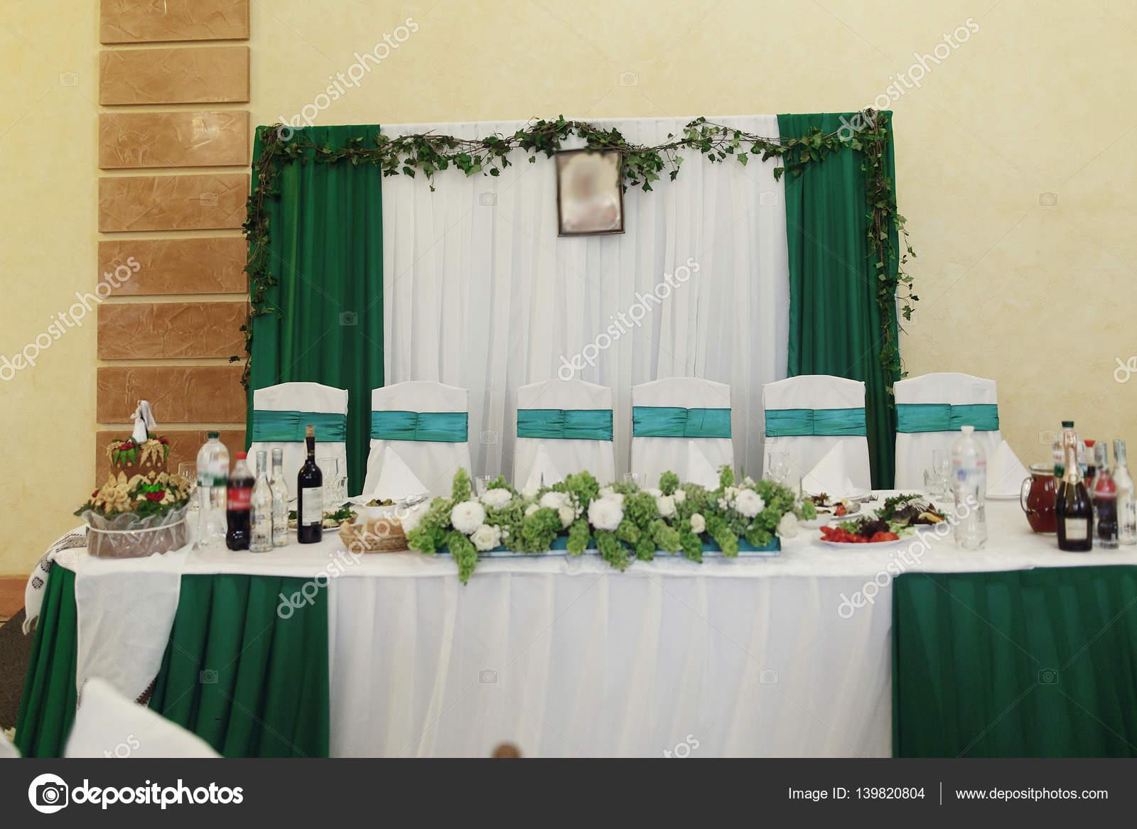 Green color theme at wedding reception — Stock Photo © Sonyachny ...