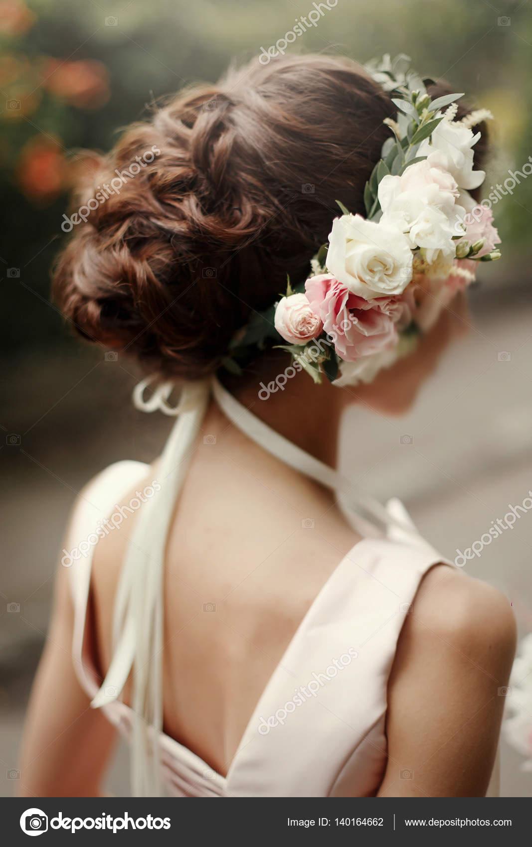 Rosa Blumenkranz Braut Haar Stockfoto C Sonyachny 140164662