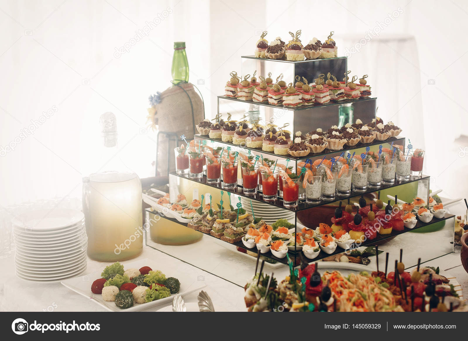 b6e13fb74bcf Delicious snacks on wedding reception table in luxury restaurant, shrimps,  seafood, olives and cupcakes close up, catering concept — Photo by Sonyachny