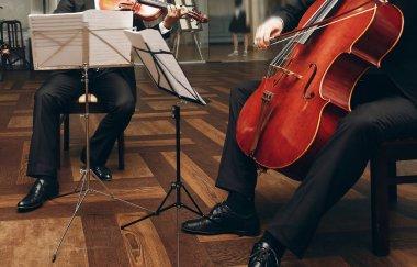 string quartet performing at wedding