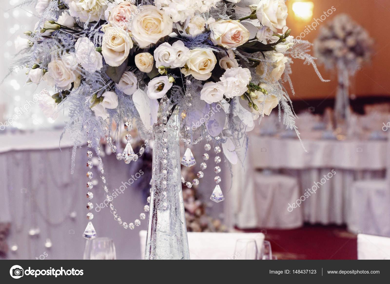 5e33a090ac12 διακόσμηση γάμου με λουλούδια — Φωτογραφία Αρχείου © Sonyachny ...