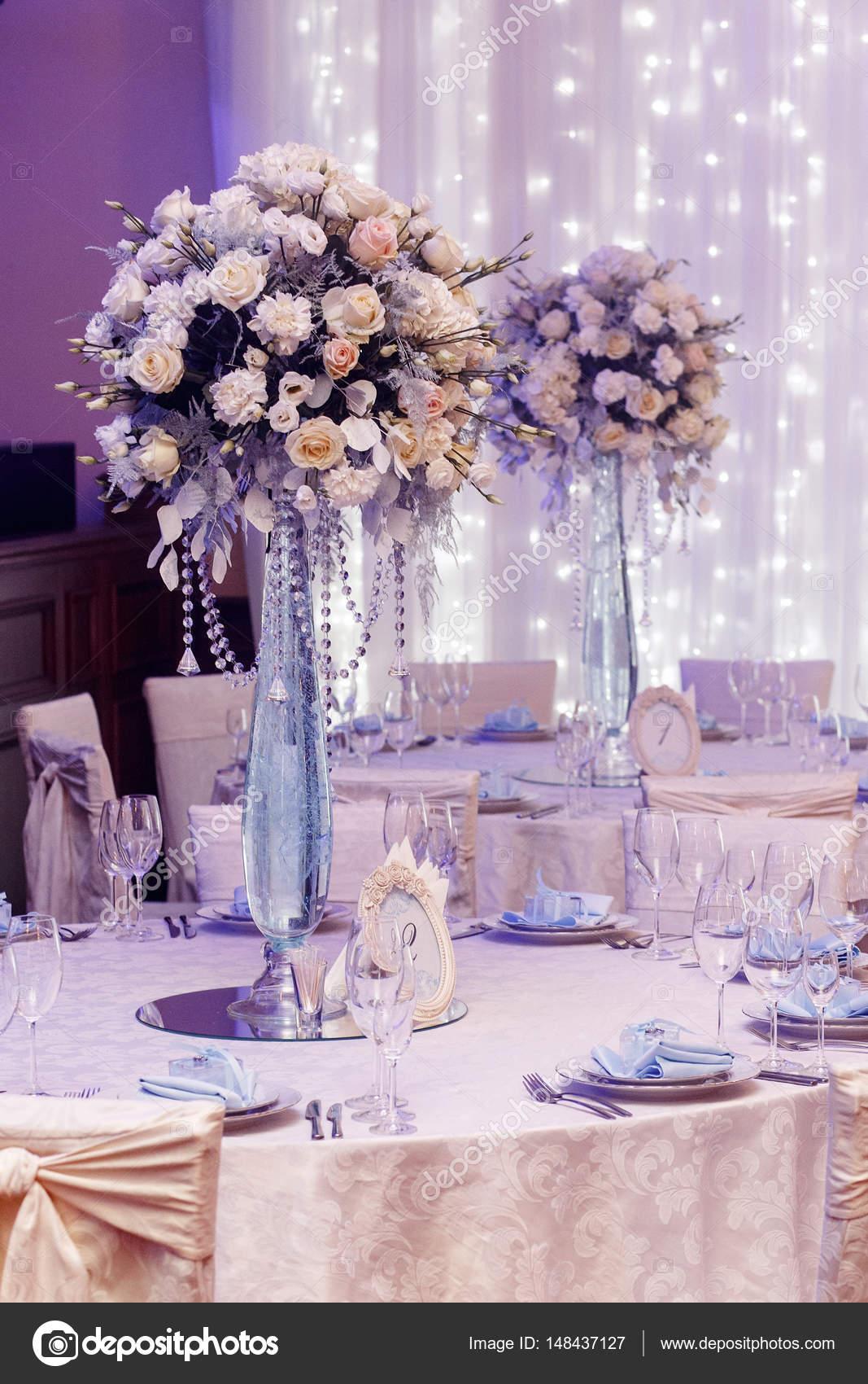Hochzeit Dekoration Mit Blumen Und Glasvasen Stockfoto C Sonyachny