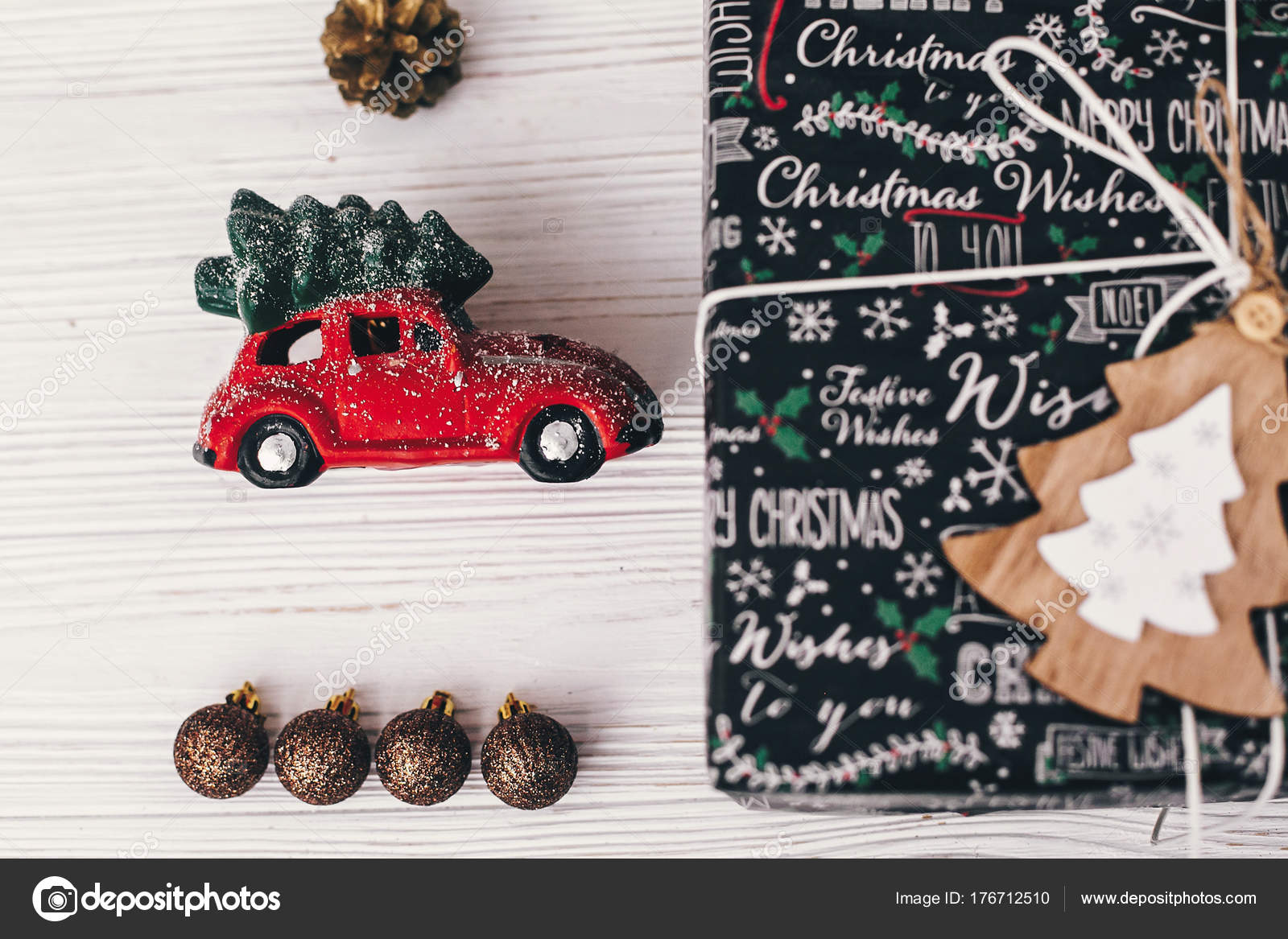 Car With Christmas Tree On Top Decoration  from st3.depositphotos.com