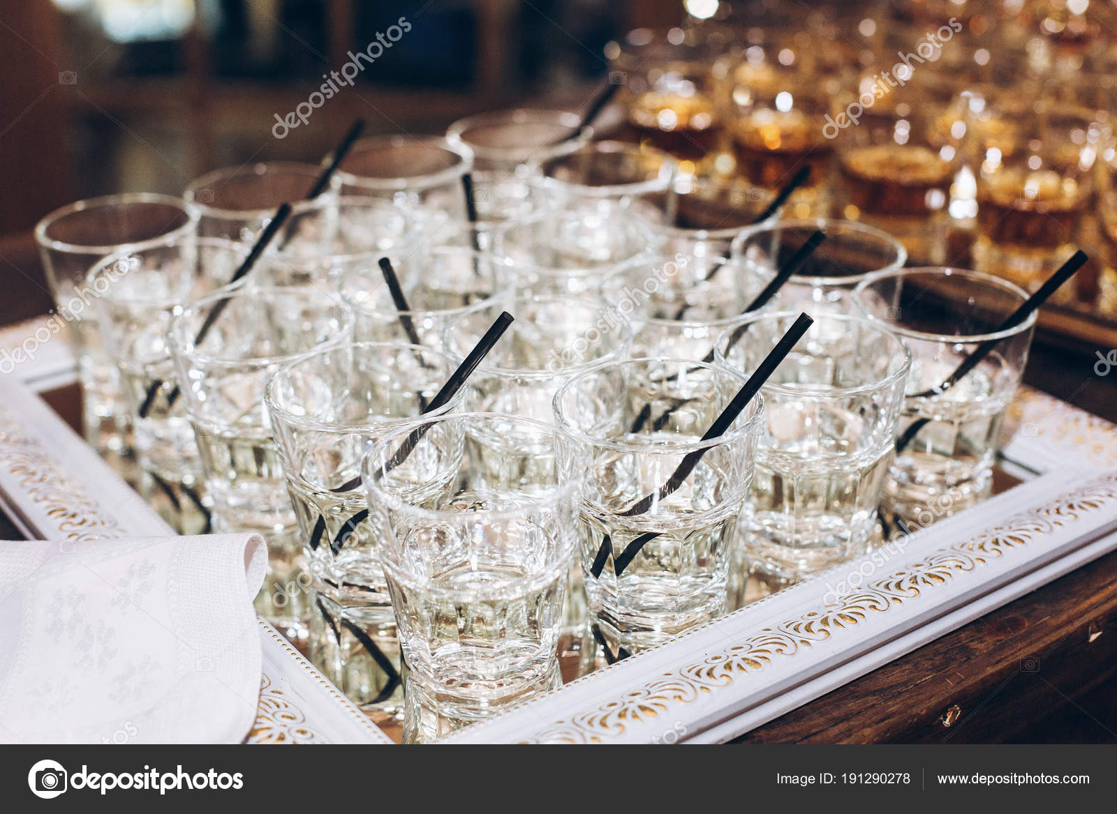 Stylish Glasses Martini Jin Black Straw Table Wedding Reception
