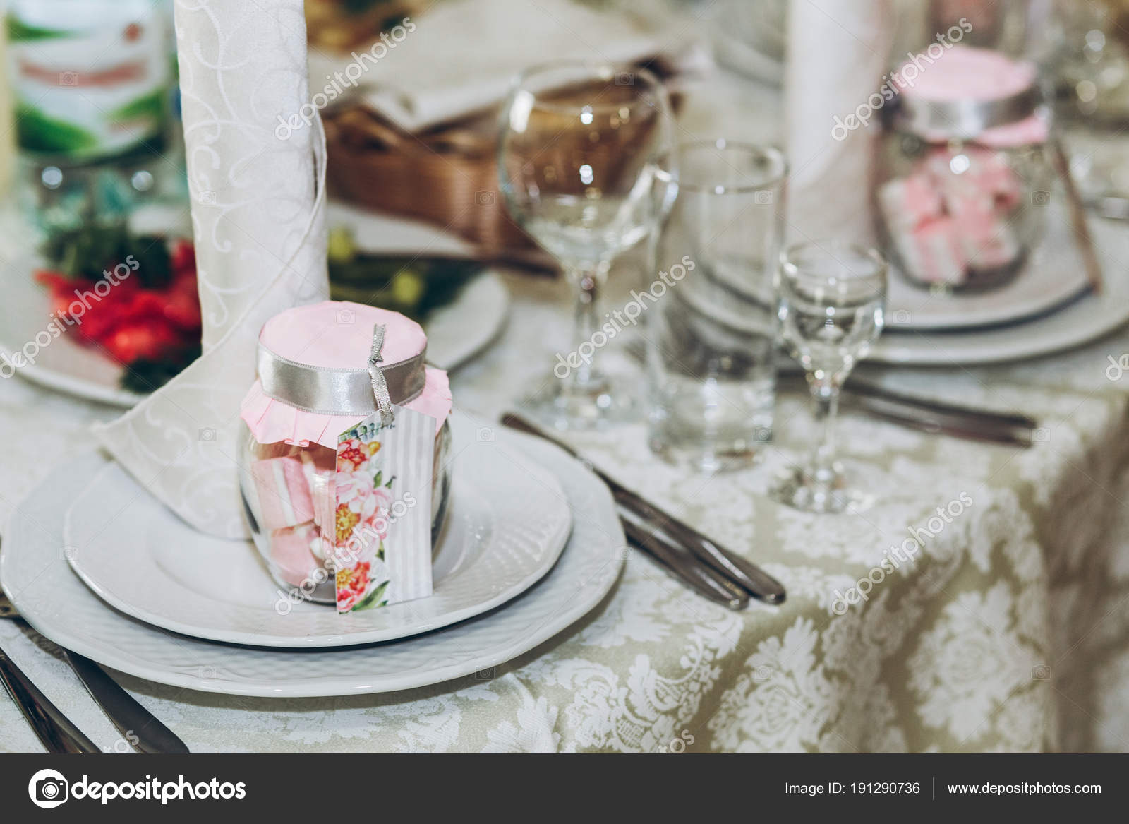 Beautiful Decorated Setting Centerpiece Table Stylish Plate Glasses ...
