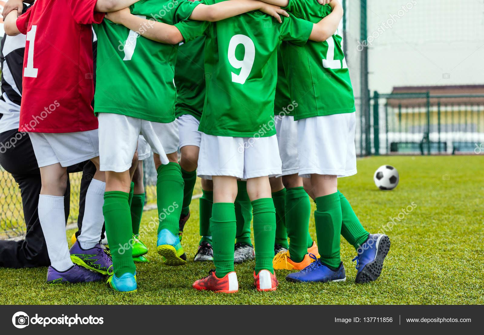Equipe De Soccer D Enfants Avec L Entraineur Club De Soccer Des