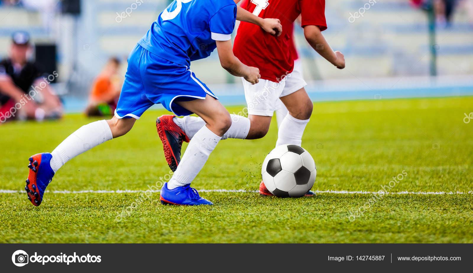 Immagini Di Calcio Per Bambini : Partita di calcio per bambini bambini che giocano gioco del