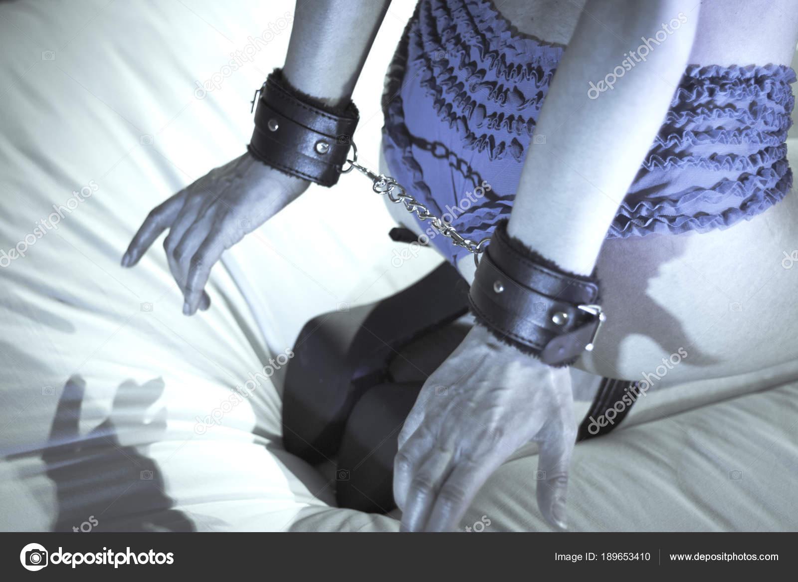 Гламурные наручники для сексуальных игр