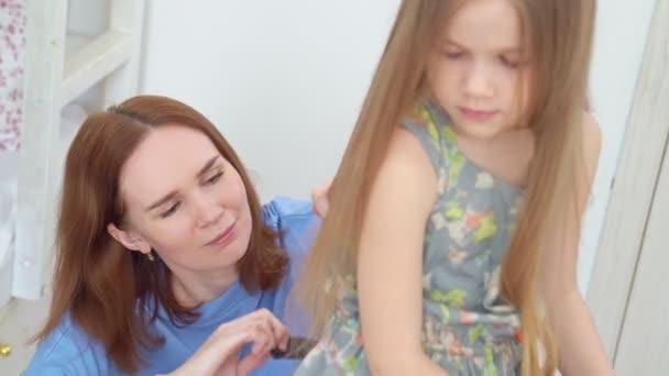 Mom cuts hair at home child during quarantine.