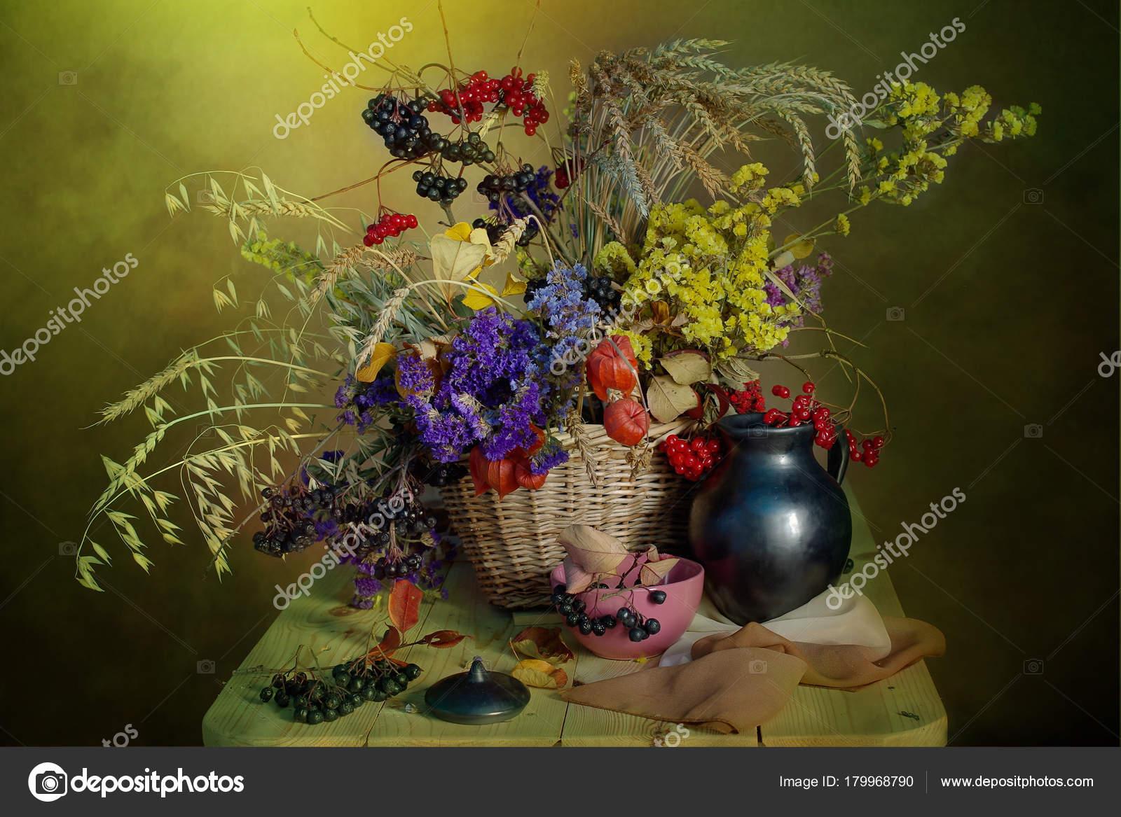 Naturaleza Muerta Con Flores Secas Frutos Rojos Maduros Interesantes - Jarrones-con-flores-secas