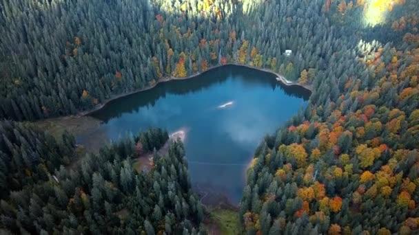 jezero v horách